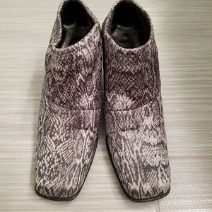 Womans python print stretch material shoes